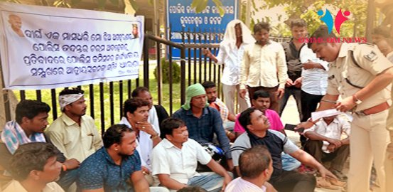 Missing Minor Girl's Father Stages Protest In Front Of Commissionerate Police Office