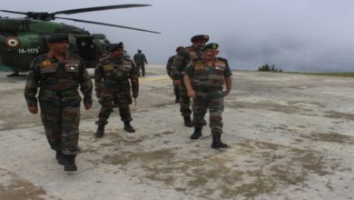 Photo of Army Chief Reviews Security Along LoC
