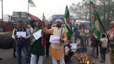 Photo of RJD Joins Trade Unions Strike In Bihar, Workers Block Road With Buffaloes