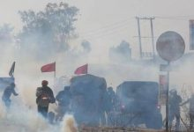Photo of It's Tense: Police Use Tear Gas, Water Cannons & Farmers Pelt Stones At Singhu