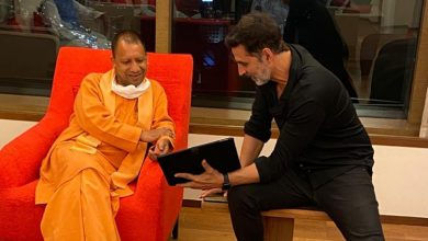 Photo of Akshay Kumar Meets Yogi Adityanath In Mumbai