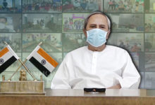 Photo of Odisha CM Collects Feedback From Vaccinated Health Workers, Lauds War Against Coronavirus