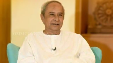 Photo of Odisha CM Unveils Two Books At Naveen Nivas, Wishes The Authors